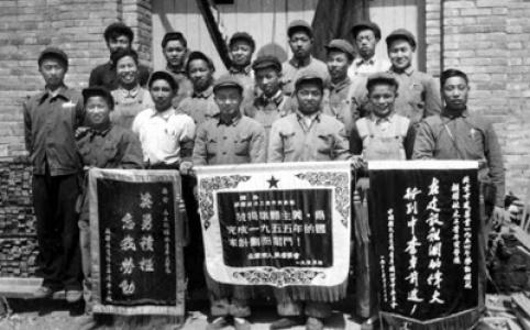 """【新中国的""""第一""""·70年】第一支青年突击队:玩儿命干攻下道道难关"""